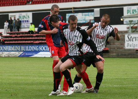 Kirk and Bayne fail to get through the Airdrie defence